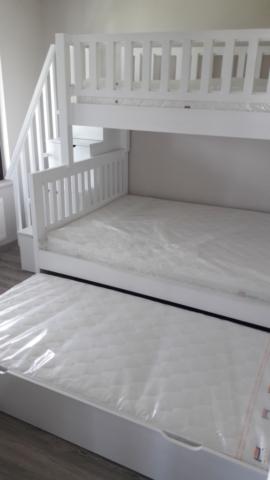 "Двуетажно детско легло с изтеглящ се трети матрак, модел ""Илияна"""