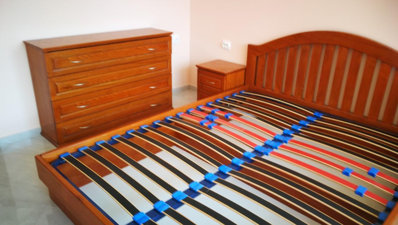 Масивна спалня със скрин  и нощни шкафчета