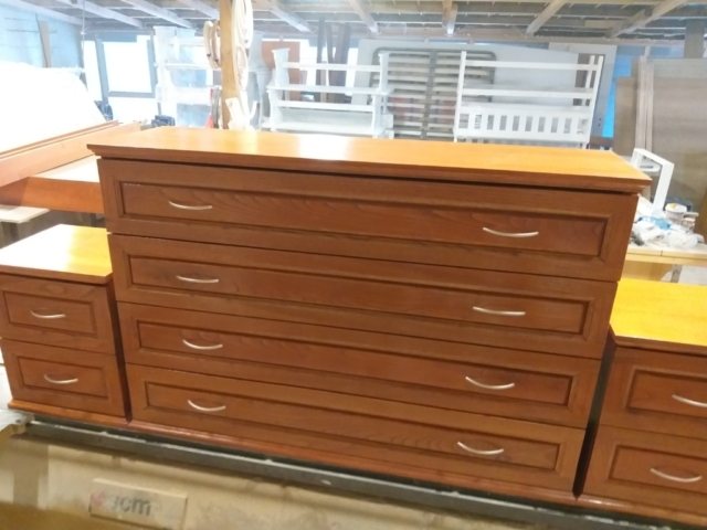 Скрин и две шкафчета, материал масив кестен, Модел Резона
