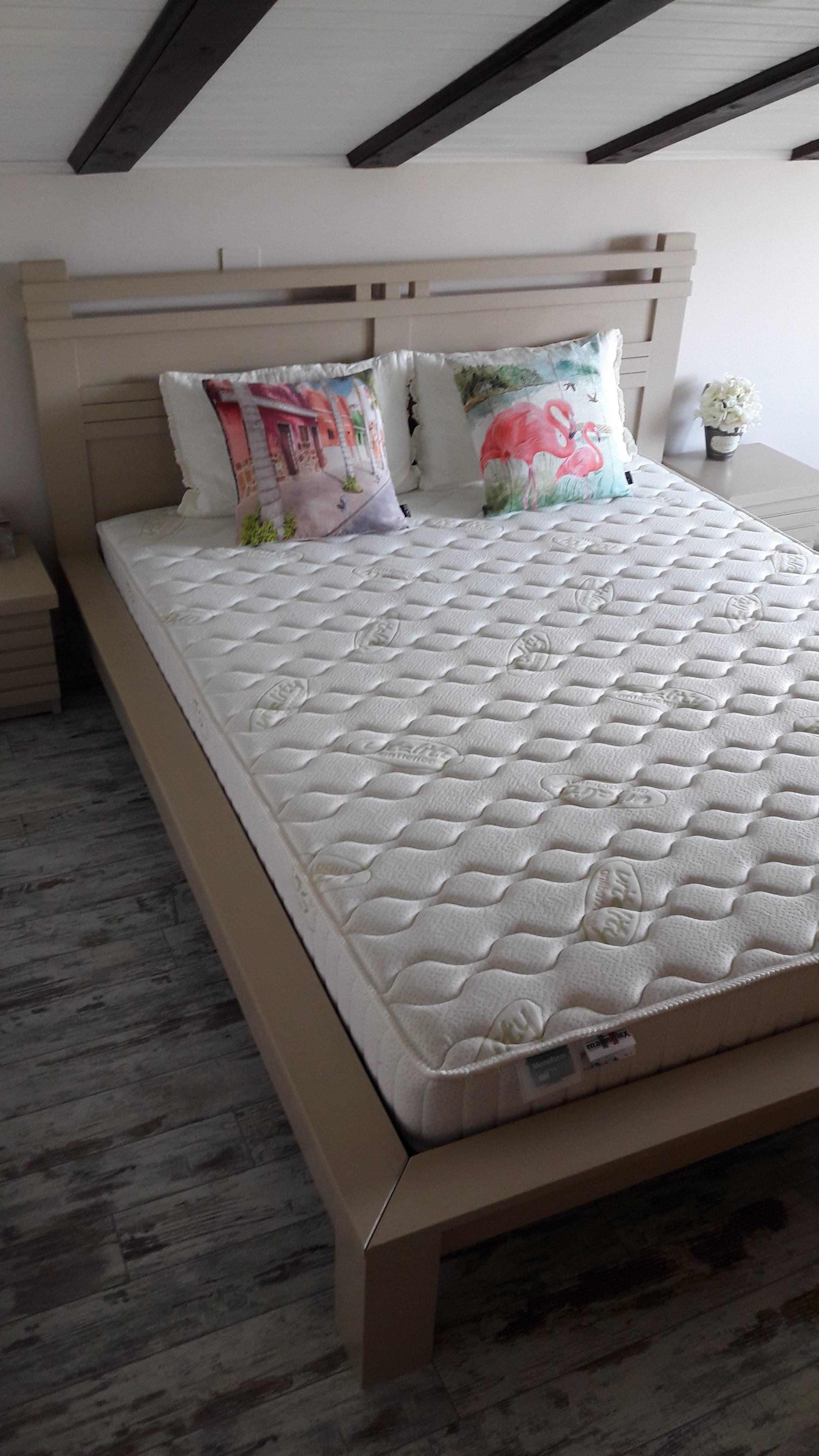 """Спалня от масив с интересен дизайн на таблата, модел """"Арт"""""""