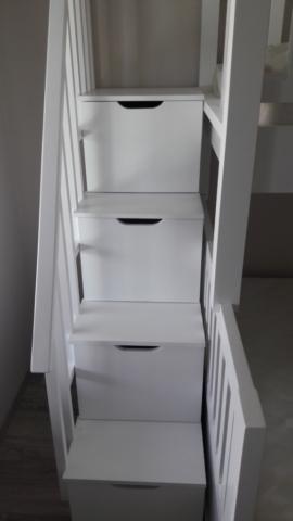Стълбичка за легло с вградени чекмеджета