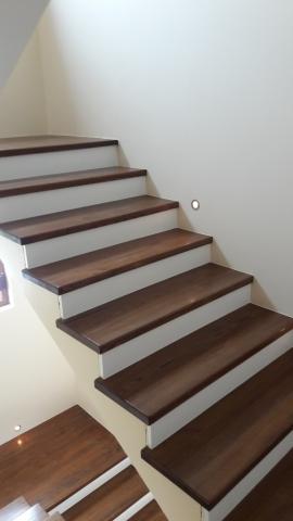 Обличане на стълбище със стъпала от масив - кестен