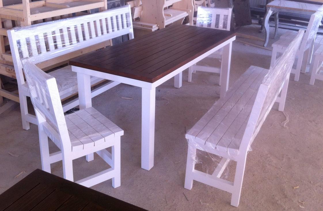Мебели за заведение, маса 200х75см. с две пейки 200см. и два стола