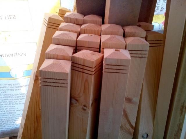 колони за дървен парапет