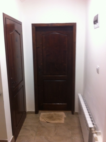 Масивни врати с кобилица