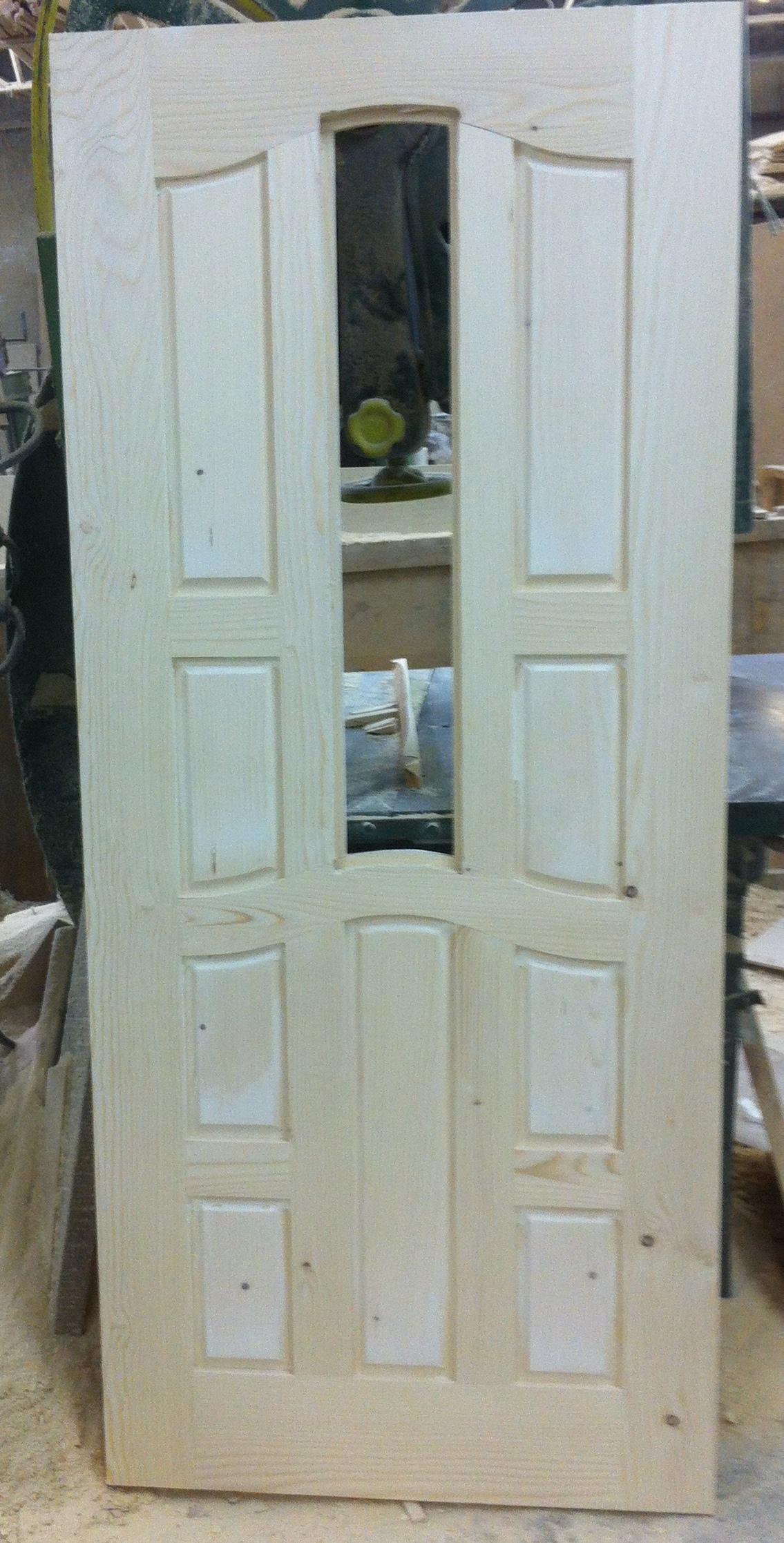 Дървена врата, модела е подходящ за входна врата