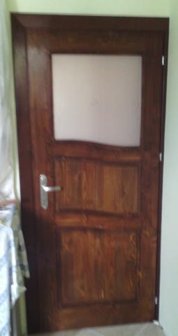Масивна врата с извити табли