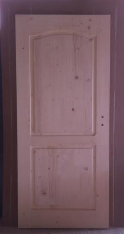 Масивна таблена врата с кобилица