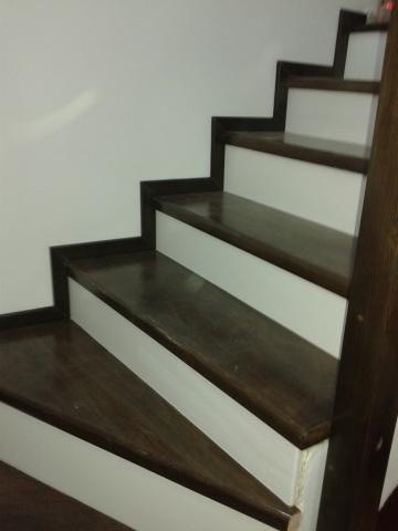 Дървено стълбище със извити стъпала, материал чам